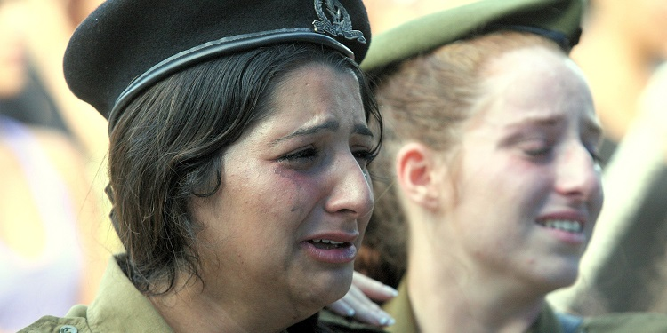 female soldiers with green and red berets mourn cry at Shon Mondshine's funeral