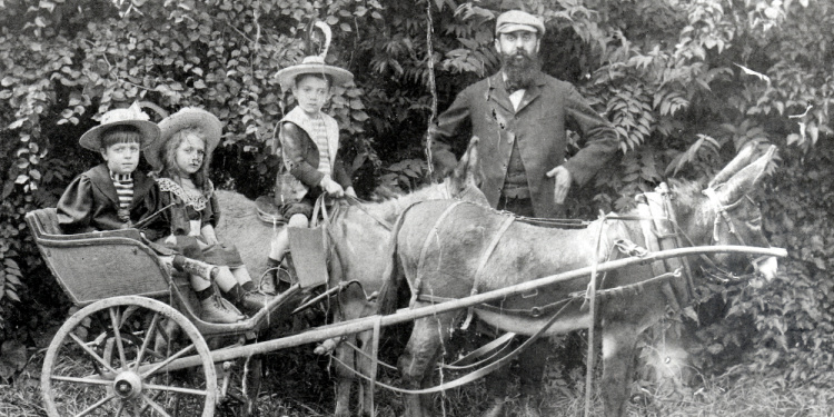 Theodor Herzl with his sons and daughters, 1900