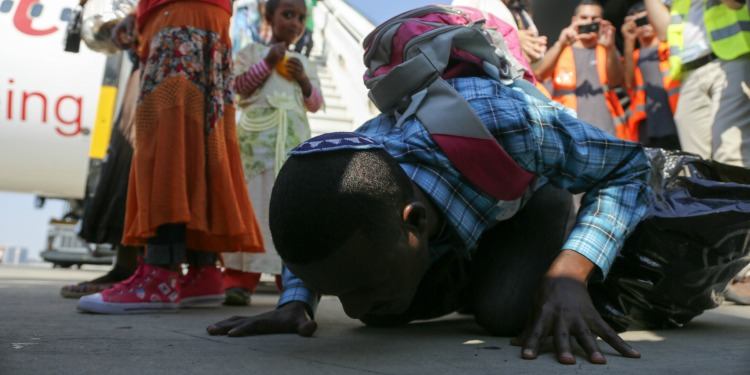 Ethiopian Jew kisses the ground after arriving in Israel
