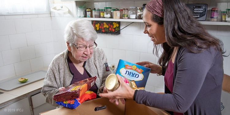 Yael Eckstein delivers Passover food boxes to Holocaust survivors in Israel