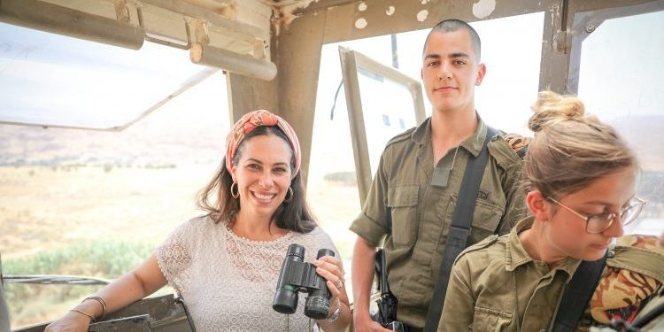 Yael Eckstein at IDF outpost with soldiers